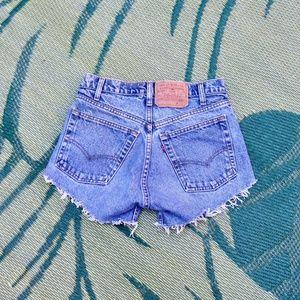Vintage Levi's High Rise Distressed Jean Shorts 28